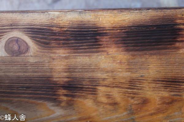 ミツバチ巣箱清掃